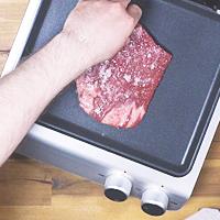 Steak auflegen