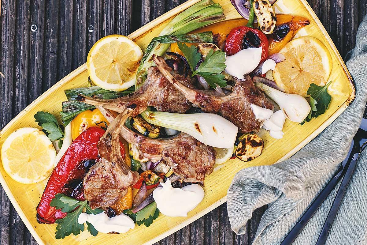 Lammkoteletts mit gegrilltem Gemüse