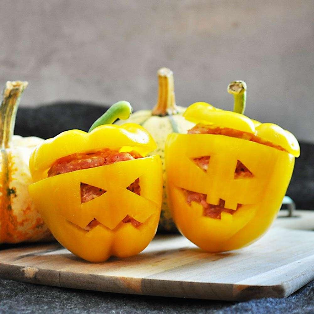 Gefüllte Halloween Paprika
