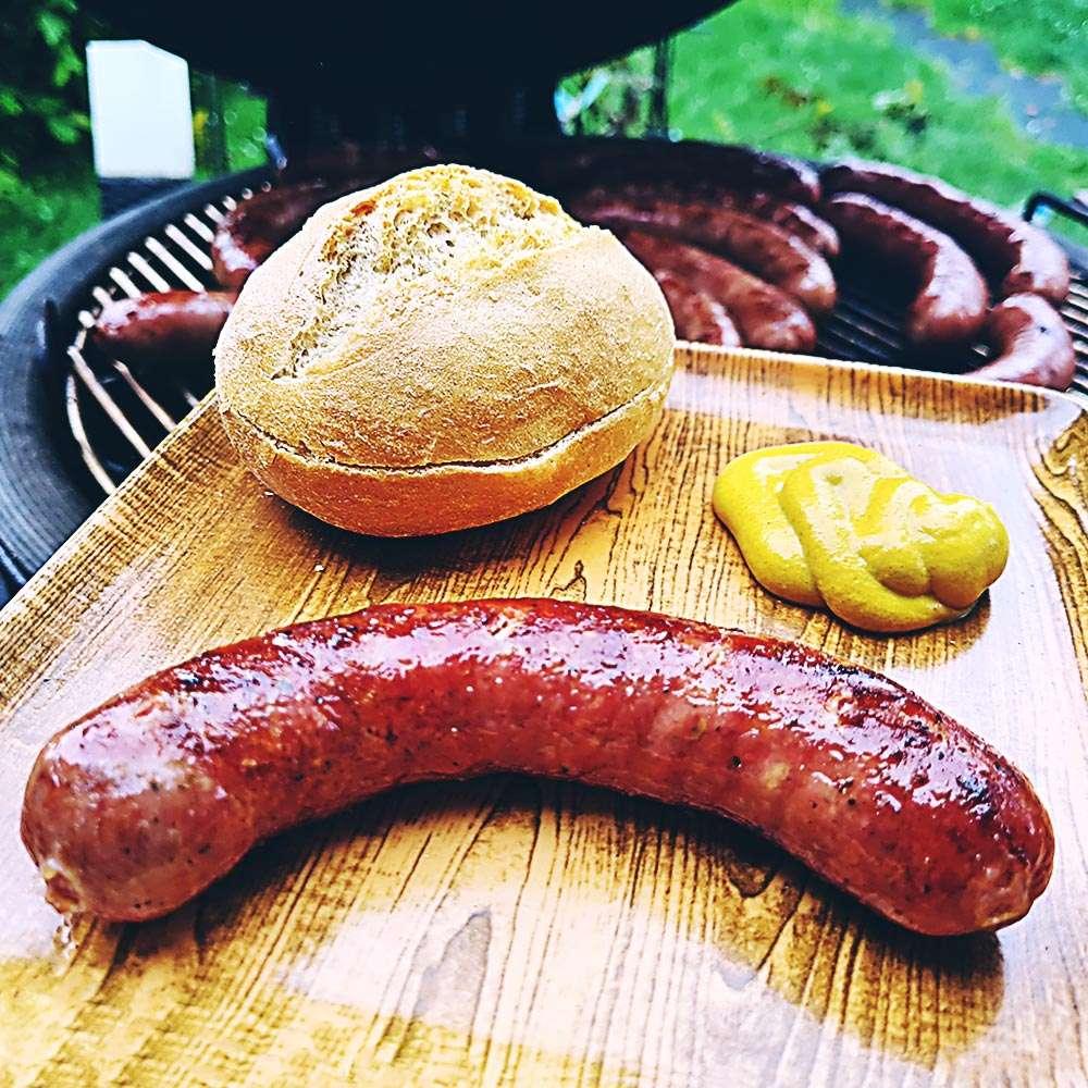 Bratwurst mit Knoblauch und Majoran